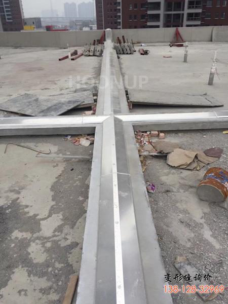 屋面伸缩缝做法